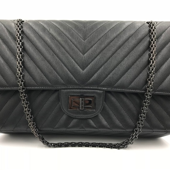 Chanel So Black Chevron Leather Ladies Flap Bag 551b13195